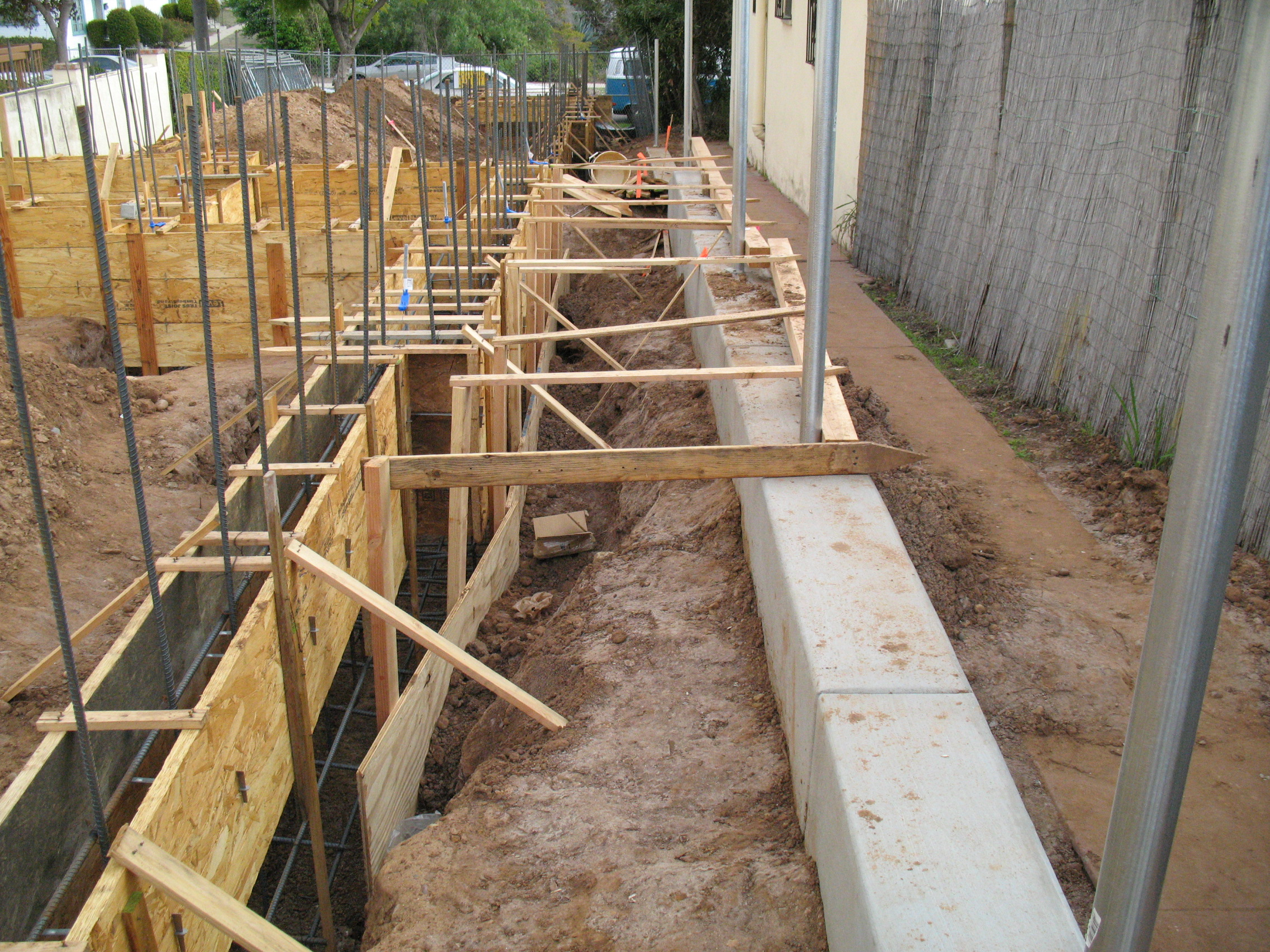 House foundation forms and structural reinforcement pictures for Concrete basement forms